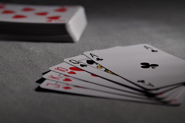 من هو مخترع ألعاب الورق (الكوتشينة) ؟